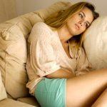 Predmenstrualni sindrom PMS -ublažite simptome lekovitim biljem