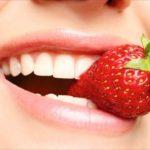Prirodno izbeljivanje zuba – jagode, kokosovo ulje, soda bikarbona, limunov sok