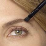 Spušteni kapci: trikovi za šminkanje