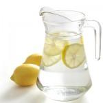 Zašto treba piti vodu sa limunom