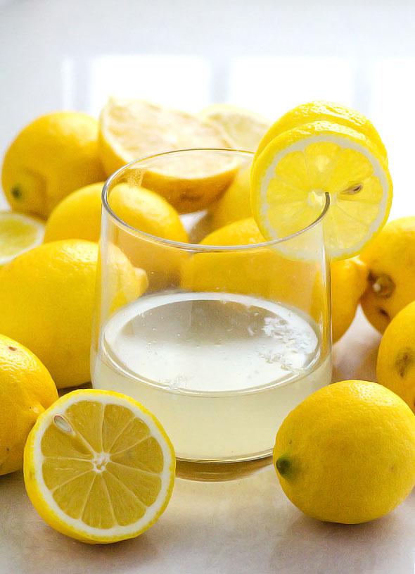 topla voda i limun na prazan stomak